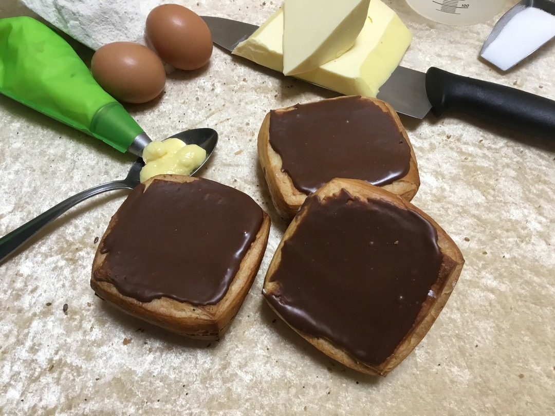 Crème koek chocolade - Bakkersonline