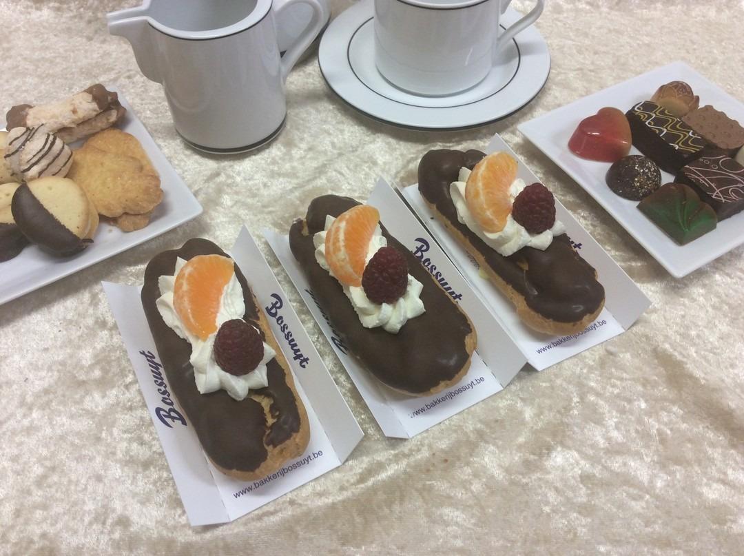 Slagroom soes chocolade gebakje - Bakkersonline
