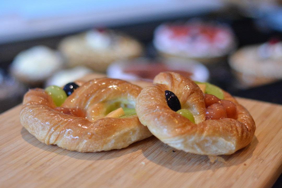 Koek met vers fruit - Bakkersonline