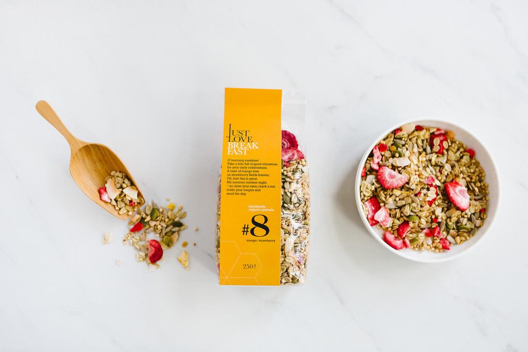 Granola I just love breakfast #8: mango en aardbei - Bakkersonline